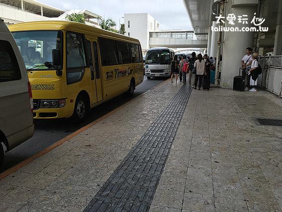 各家租车公司接驳车