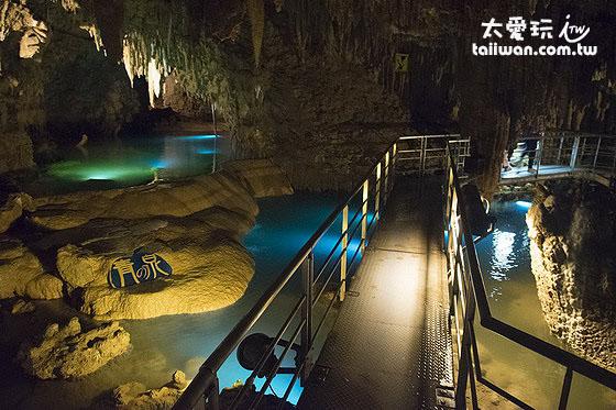 玉泉洞是冲绳热门景点