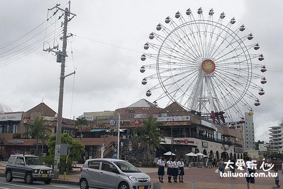 Carnival Park Mihama的摩天輪是美國村的地標