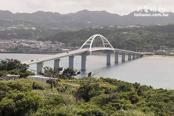 濑底大桥连结本岛与濑底岛