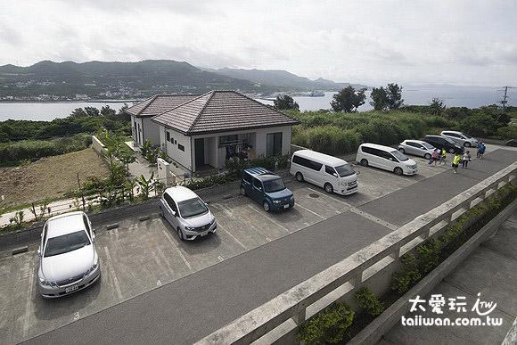 停车场与海景