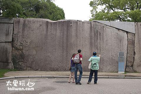 大阪城櫻門前的巨石