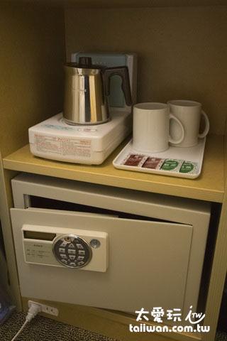 保險箱與泡茶器具