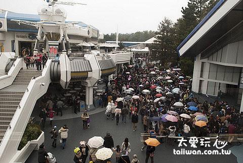 東京迪士尼遊玩要儘量避開人多的日子