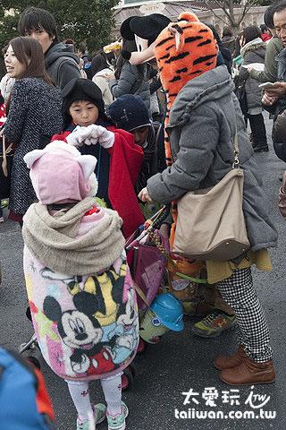 東京迪士尼的遊客主要是日本人,尤其是家庭遊客與學生