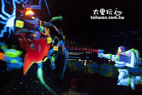 東京迪士尼樂園的巴斯光年是最熱門的遊戲之一