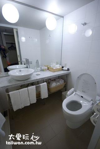 银座美居酒店厕所空间还算大