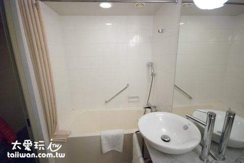银座美居酒店房间浴室