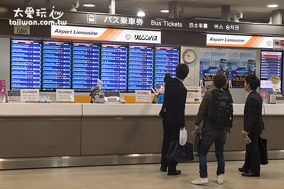 成田机场航厦一楼利木津巴士售票柜台