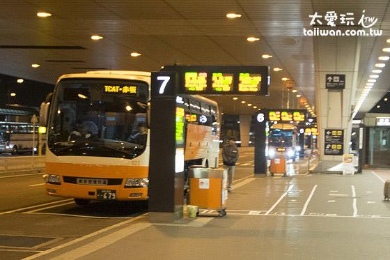 成田机场第二航厦一楼巴士候车处