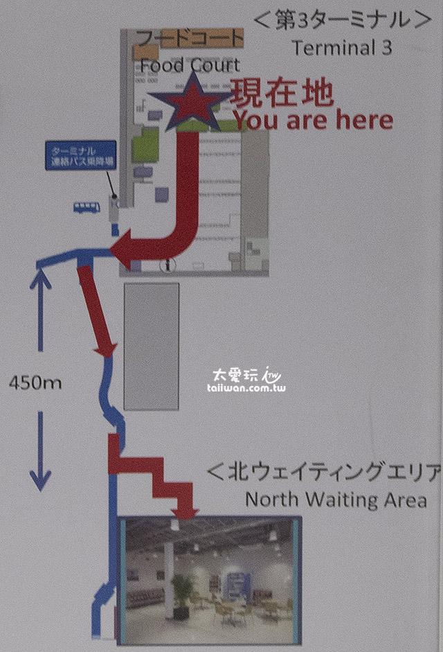 到處都有路標指引到第2航廈的休息室