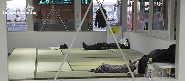 成田機場第2航廈休息區有榻榻米區