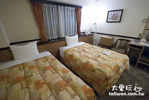 东横Inn西葛西酒店房间的床还蛮大的