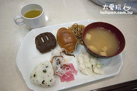 早餐虽然没有很丰富,但味道还不错,吃饱没有问题