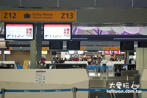 KLIA 2 報到櫃台設備跟一般機場一樣