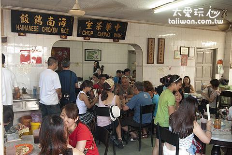 中華茶室的人潮是最多的