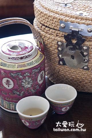 藤編小盒與熱茶
