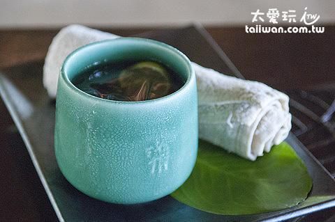 冰毛巾與冰茶