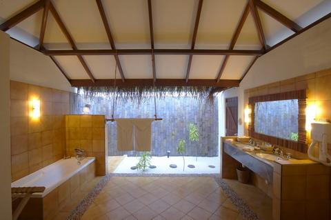 Deluxe Villas浴室,照片來源Filitheyo Island Resort