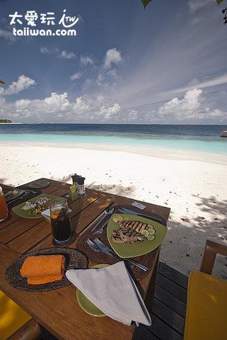 海灘邊用餐