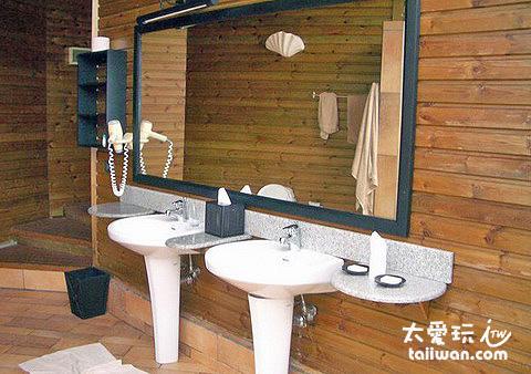 Jacuzzi Beach Villa浴室