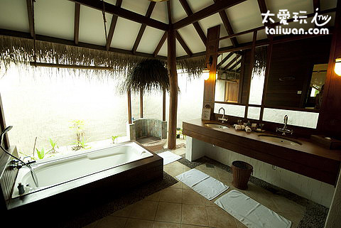 濱海套房Beach Villa Suites主臥室浴室