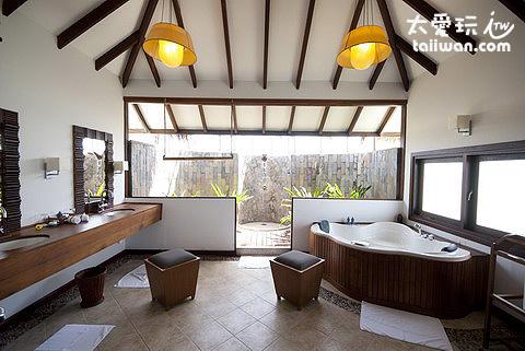 海上蜜月套房Honeymoon Lagoon Suites浴室