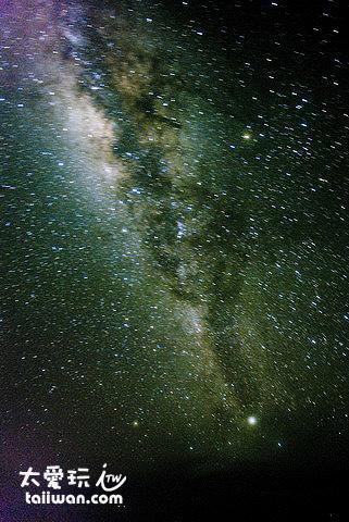 晚上抬頭看就是美麗的銀河