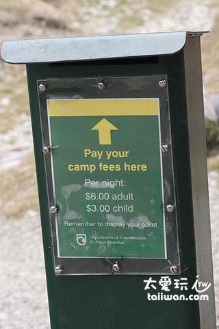紐西蘭郊外公共露營區採自行投入繳費箱