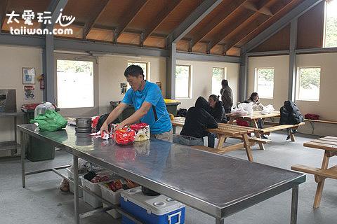 庫克山下的公共露營區有完善的廚房