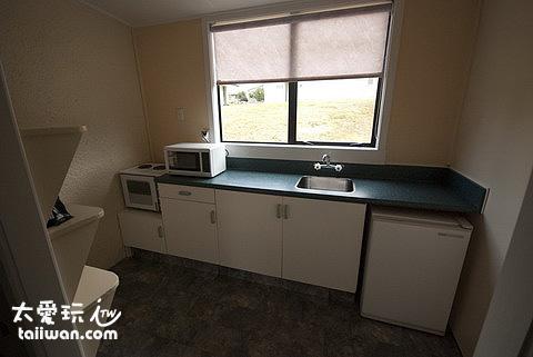 房間內的廚房設備