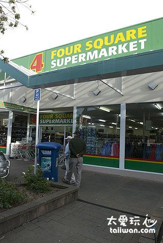 蒂阿瑙小鎮的超市