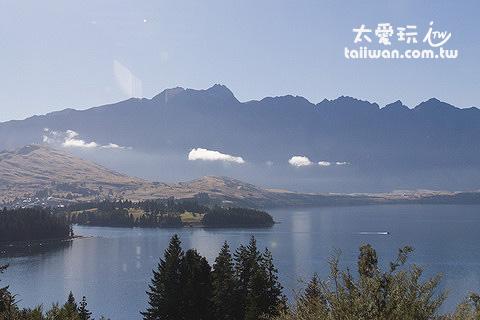 水星度假村有美麗的湖景