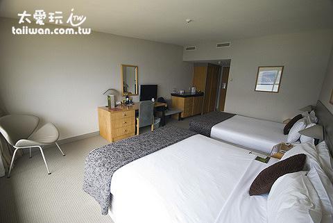 Mercure Queenstown Resort豪華湖景房裝潢素雅整潔