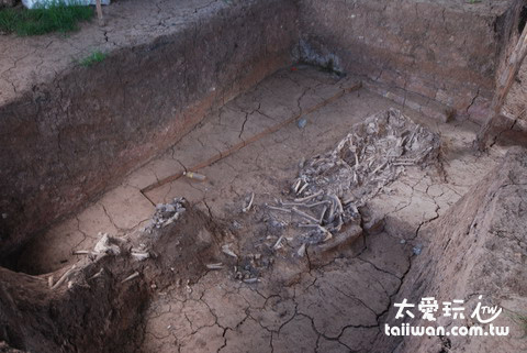 Saqsaywaman 附近 2007 年新發現的遺跡,此為將 Llama 獻祭給「啪恰媽媽」