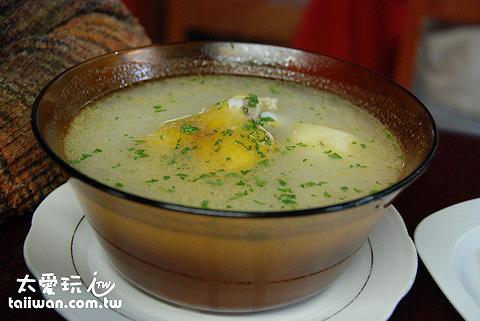 Caldo de Gallina雞湯麵