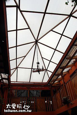 Koyllur Hostel中庭採光罩