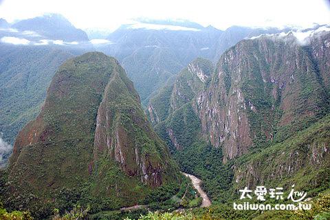 馬丘比丘(Machu Picchu)附近的山都是屬於極為陡峭的花岡岩