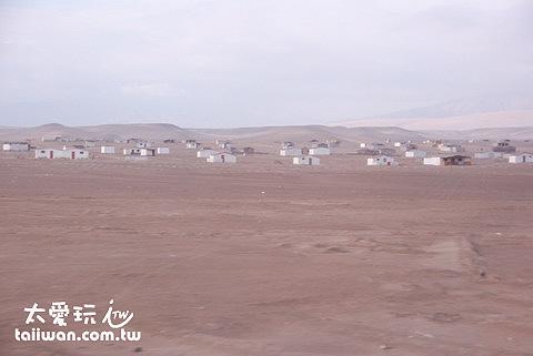 沿途盡是沙漠(雖然隔壁就是太平洋)