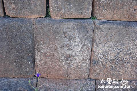 印加人的建築技術精湛,石頭接縫密合