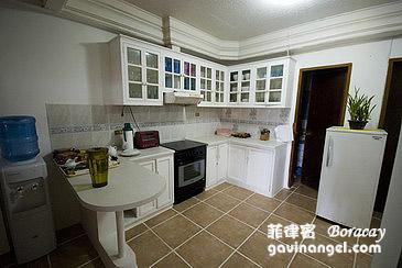 東西幾乎壞光光的廚房