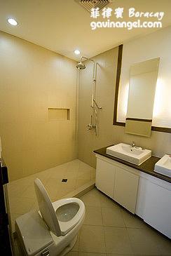 主臥的浴室