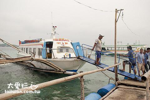 卡蒂克蘭碼頭(Caticlan Pier)搭船