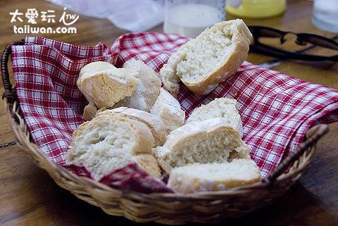 Dos Mestizos西班牙餐廳附贈的麵包