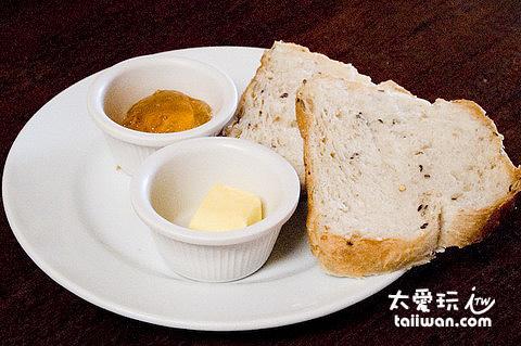 Nigi Nigi Nu Noos餐廳英式早餐的麵包