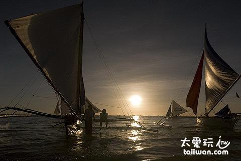 夕陽與風帆船