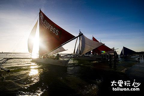 夕陽風帆船
