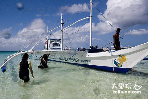 Sea World Dive Center有自己的潛水船