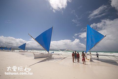 搭風帆船是白沙灘必從事的活動