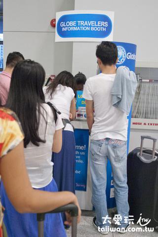 馬尼拉國際機場的第三航廈入境大廳有Globe的櫃檯可以買sim卡